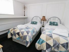 Shirian Apartment - Whitby & North Yorkshire - 955733 - thumbnail photo 7