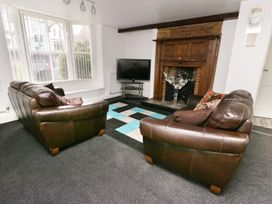 Shirian Apartment - Whitby & North Yorkshire - 955733 - thumbnail photo 3