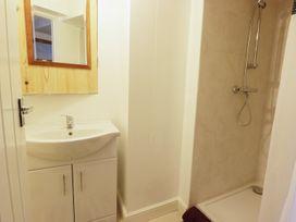 Shirian Apartment - Whitby & North Yorkshire - 955733 - thumbnail photo 9