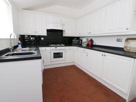 Shirian Apartment - Whitby & North Yorkshire - 955733 - thumbnail photo 5