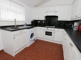 Shirian Apartment - Whitby & North Yorkshire - 955733 - thumbnail photo 6
