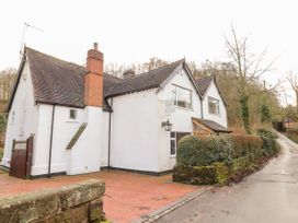 5 bedroom Cottage for rent in Stafford