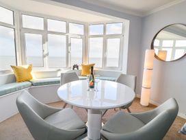 Seaview Apartment - Devon - 958086 - thumbnail photo 2