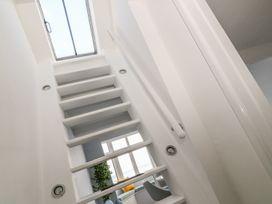 Seaview Apartment - Devon - 958086 - thumbnail photo 8