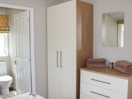 19 Wentworth Drive - Central England - 958857 - thumbnail photo 11