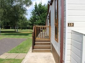 19 Wentworth Drive - Central England - 958857 - thumbnail photo 3