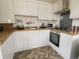 Manor Heath Apartment 1 - Whitby & North Yorkshire - 958912 - thumbnail photo 13
