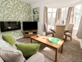 Manor Heath Apartment 1 - Whitby & North Yorkshire - 958912 - thumbnail photo 8