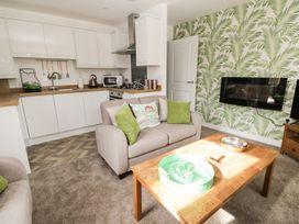 Manor Heath Apartment 1 - Whitby & North Yorkshire - 958912 - thumbnail photo 9