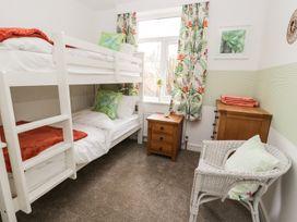 Manor Heath Apartment 1 - Whitby & North Yorkshire - 958912 - thumbnail photo 14