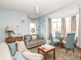 Manor Heath Apartment 2 - Whitby & North Yorkshire - 958913 - thumbnail photo 7