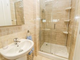 Manor Heath Apartment 2 - Whitby & North Yorkshire - 958913 - thumbnail photo 19