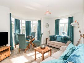 Manor Heath Apartment 3 - Whitby & North Yorkshire - 958918 - thumbnail photo 7