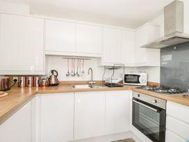 Manor Heath Apartment 3 - Whitby & North Yorkshire - 958918 - thumbnail photo 12