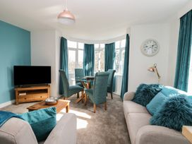 Manor Heath Apartment 3 - Whitby & North Yorkshire - 958918 - thumbnail photo 9
