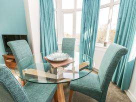 Manor Heath Apartment 3 - Whitby & North Yorkshire - 958918 - thumbnail photo 10