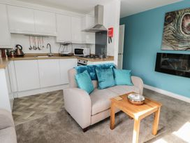 Manor Heath Apartment 3 - Whitby & North Yorkshire - 958918 - thumbnail photo 11