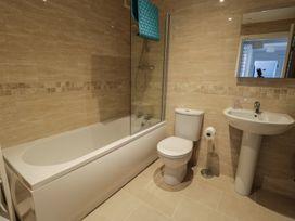 Manor Heath Apartment 3 - Whitby & North Yorkshire - 958918 - thumbnail photo 14
