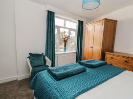 Manor Heath Apartment 3 - Whitby & North Yorkshire - 958918 - thumbnail photo 16
