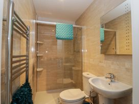 Manor Heath Apartment 3 - Whitby & North Yorkshire - 958918 - thumbnail photo 18
