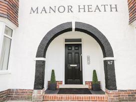 Manor Heath Apartment 3 - Whitby & North Yorkshire - 958918 - thumbnail photo 4
