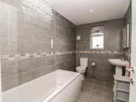 Manor Heath Apartment 4 - Whitby & North Yorkshire - 958919 - thumbnail photo 17