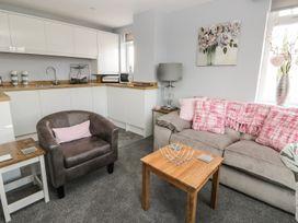 Manor Heath Apartment 4 - Whitby & North Yorkshire - 958919 - thumbnail photo 8