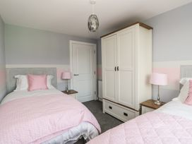 Manor Heath Apartment 4 - Whitby & North Yorkshire - 958919 - thumbnail photo 13