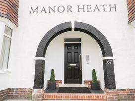 Manor Heath Apartment 4 - Whitby & North Yorkshire - 958919 - thumbnail photo 4
