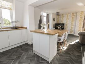 Manor Heath - The Penthouse - Whitby & North Yorkshire - 958921 - thumbnail photo 17
