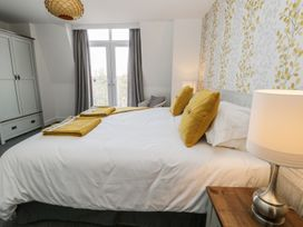 Manor Heath - The Penthouse - Whitby & North Yorkshire - 958921 - thumbnail photo 21