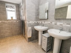 Manor Heath - The Penthouse - Whitby & North Yorkshire - 958921 - thumbnail photo 28
