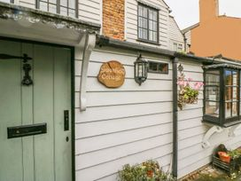 Swanfield Cottage - Kent & Sussex - 960930 - thumbnail photo 2