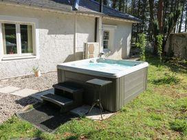 Dove Hot Tub Cottage - Scottish Lowlands - 961384 - thumbnail photo 2
