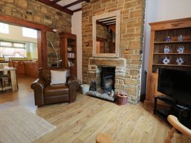Whitfield Cottage (21 Silver Street) - Northumberland - 961457 - thumbnail photo 3