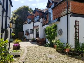 3 bedroom Cottage for rent in Newport Town