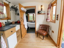 The Clydes - North Wales - 963409 - thumbnail photo 3