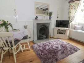 Cosy Cottage - Whitby & North Yorkshire - 963828 - thumbnail photo 2