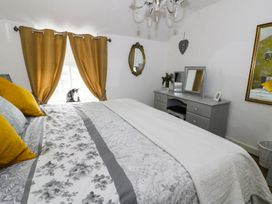 Cosy Cottage - Whitby & North Yorkshire - 963828 - thumbnail photo 11