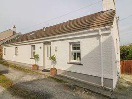 2 bedroom Cottage for rent in Brynsiencyn
