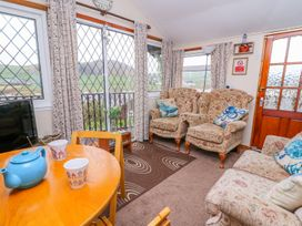 Chalet 18 Smarty's View - Mid Wales - 965588 - thumbnail photo 8