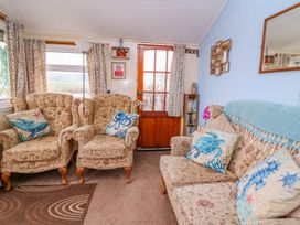 Chalet 18 Smarty's View - Mid Wales - 965588 - thumbnail photo 10