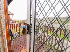 Chalet 18 Smarty's View - Mid Wales - 965588 - thumbnail photo 20