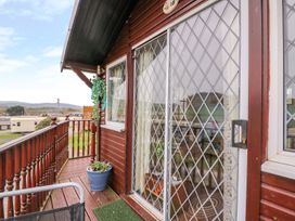 Chalet 18 Smarty's View - Mid Wales - 965588 - thumbnail photo 14