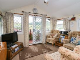 Chalet 18 Smarty's View - Mid Wales - 965588 - thumbnail photo 2