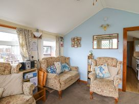 Chalet 18 Smarty's View - Mid Wales - 965588 - thumbnail photo 5