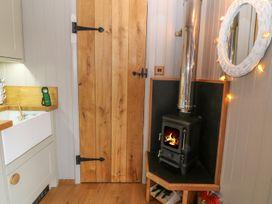 Cassie's Shepherd's Hut - Anglesey - 965877 - thumbnail photo 4