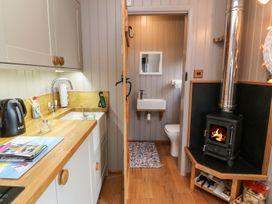 Cassie's Shepherd's Hut - Anglesey - 965877 - thumbnail photo 9