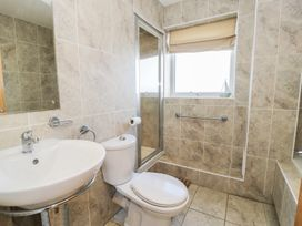 Penthouse 18, West End Point - North Wales - 967066 - thumbnail photo 14
