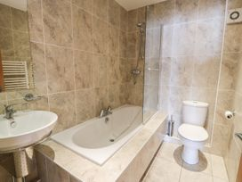 Penthouse 18, West End Point - North Wales - 967066 - thumbnail photo 17